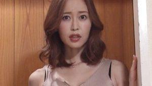 《篠田ゆう/巨乳人妻中出し》「なんで勃起してんの」浮気して綺麗になる妻を抱きまくる夫