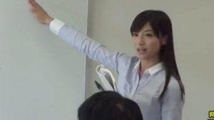《美人女教師脅迫レイプ・愛加あみ》美女先生は男達に輪姦調教で口内射精ごっくん征服!